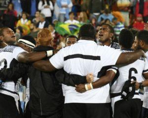 Vencemos pelo sangue do Cordeiro, canta seleção de Fiji após conquistar sua 1ª medalha