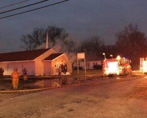 Pastor abre sua igreja para congregação vizinha que foi destruída por incêndio