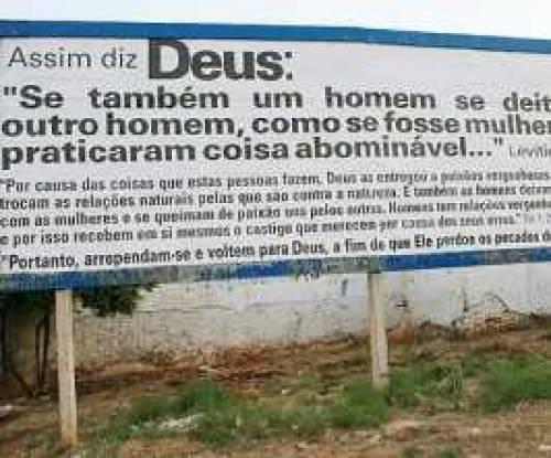 Igreja evangélica usa outdoor para criticar prática homossexual