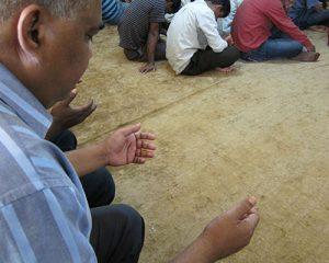 Cristãos bengaleses enfeitam casas e igrejas para o Natal