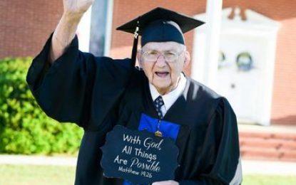 """Formado aos 88 anos: """"Com Deus todas as coisas são possíveis"""""""