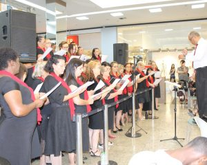 Sopro Divino encanta em cantata no Pátio Limeira Shopping