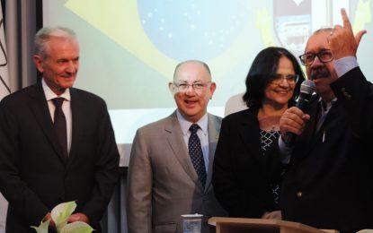 Ministra Damares participa de encontro com políticos e pastores na IEAD