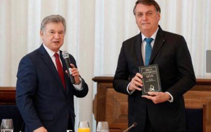 Presidente Bolsonaro recebe Mesa Diretora da CGADB